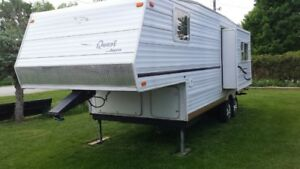 Jayco 2003 25.3 foot Fith wheel trailer everything works and has