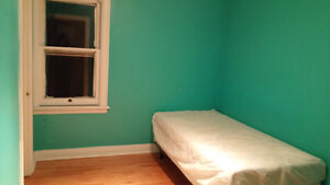 McMaster summer sublet 5 mins to campus FULLY FURNISHED