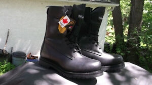 STC  BOOTS   NEW in BOX  SIZE 12
