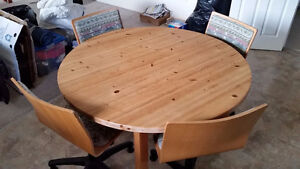 Solid pine dining table + 4 swivel chairs