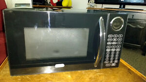 Sunbeam 900W Microwave Oven - Almost New Condition