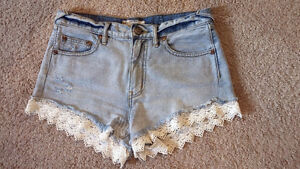 FREE PEOPLE Denim Shorts w. Lace - Size 26 Waist