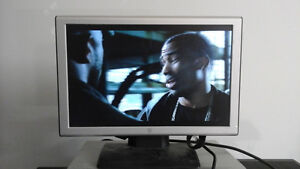 19 inch wide monitors different makes and models London Ontario image 1