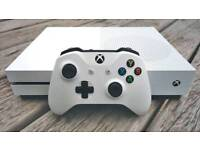 Xbox One Slim + 2 Games + Controller