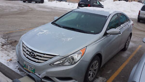 2013 HYUNDAI SONATA (GL) with remote starter, heated seats !!