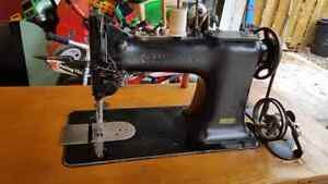 Singer Sewing Machine( NEW PRICE)