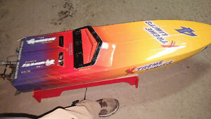 5 foot competition racing RC boat with remote West Island Greater Montréal image 3