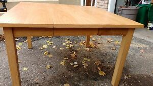 Solid table with pop-up leaf