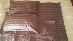 Queen Flat Sheet + Duvet Cover + 2x Matching Pillow Shams
