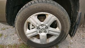 4 pneus hiver Yokohama 245 60 R18