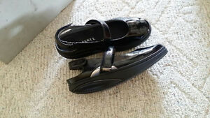 New MBT Sandals Size 10.5, Black leather