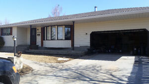 3 + 1 bungalow for rent in camrose