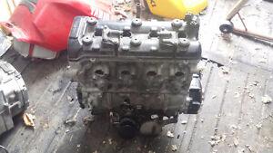 moteur gsxr 750 2000 a 2004 , était sur un 2001 , défectueux