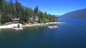 West Coast Style Waterfront 3 Bedroom Home on Kootenay Lake