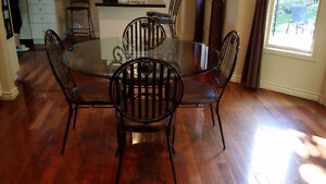 Beautifull Glass Table and Chair Set