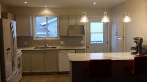 Beautiful 5BR Home in Cataraqui Woods available June 1st