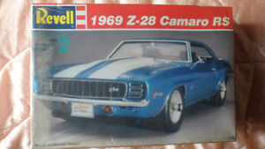 1969 Camero RS 1;25 scale model kit