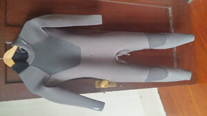 Womens size 10 wetsuit