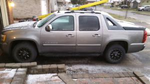 2007 chevy avalanche  4000 obo
