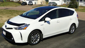 2015 Toyota Prius v Technology Pkg - fully loaded