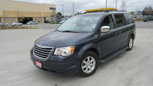 2008 Chrysler Town & Country Low k, Certified, warranty availabl