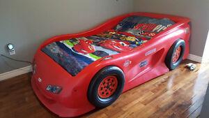 lit d'auto 39 pouces avec matelas presque neuf literie bureau...