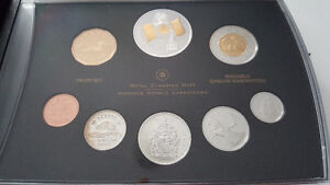 2005 Proof Set with Special Gold-Plated Canada Flag Silver $
