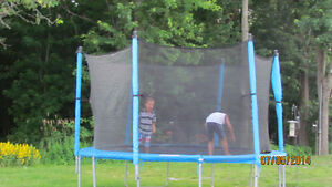 12 foot trampoline with closed in net