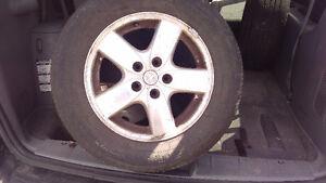 Dodge Grand Caravan 4 mags avec pneus 4 saisons 215/65R16