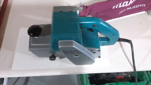 MAKITA SABLEUSE INDUSTRIEL MODEL 9401.     4X24