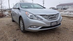 2011 Hyundai Sonata Limited w/Nav | Low KMs