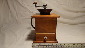 Antique Coffee Grinder collection 4 pieces West Island Greater Montréal image 3