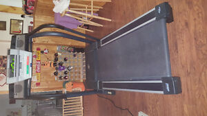 Nordic Track C2000 folding treadmill Cambridge Kitchener Area image 3