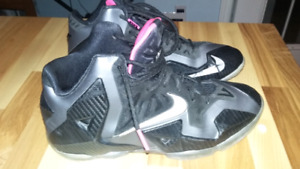 Nike basketball shoes size 7