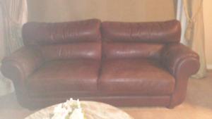 600 $ pour les 2 divans en cuire véritable
