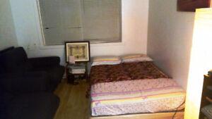 Several Rooms (Plusieurs chambres +***//)-Metro Côte-des-Neiges