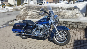Harley  Davidson  Road King  2004 avec beaucoup d'extra.
