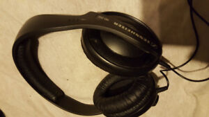Sennheiser HD202 Over-ear headphones