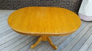 OAK TABLE & CHAIRS Kitchener / Waterloo Kitchener Area image 1