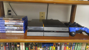*PS4 500 GB - Console, 7 Games, 2 Controllers*