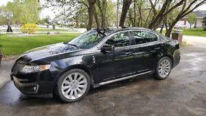 2009 Lincoln MKS Sedan AWD/With navigation.
