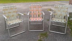 3 belles chaises de par terre , vintage !! Les 3 pour 20 $$$