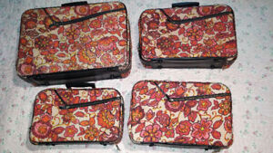 4 Retro red flower suitcases /4 valises retro rouge fleuri