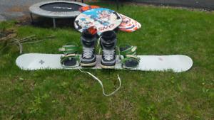 Snowboard avec botte et lunette, gros deal!!