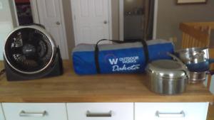 Tente, ventilateur, chaudron pour le camping