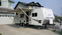 2006 Arctic Fox Travel Trailer 27E Wide Body - Bunk Model
