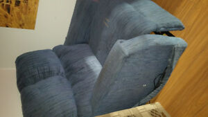 Selling a really nice laz boy chair.