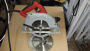Milwaukee Skilsaw and case.