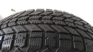 4 pneus d'hiver 195/65/R15 FIRESTONE en très bonne condition