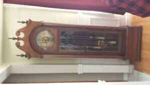 Hentschel 's Walnut 1975 Grandfather clock.